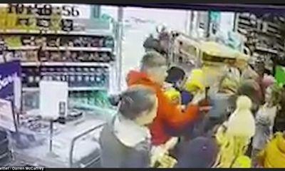 Ireland: Người dân đổ xô đi mua thực phẩm dự trữ vì sợ