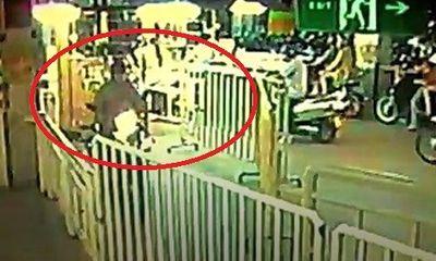 Clip: Liều lĩnh trộm xe máy tại siêu thị như... chốn không người