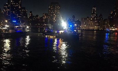 Cận cảnh hiện trường vụ trực thăng rơi ở New York