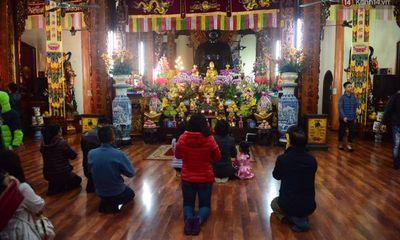 Đi lễ trong giờ hành chính, nữ hiệu trưởng ở Hà Nội bị giáng chức