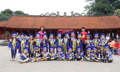 Ngộ nghĩnh các bé mầm non mặc áo cử nhân nhận bằng tốt nghiệp tại Văn Miếu