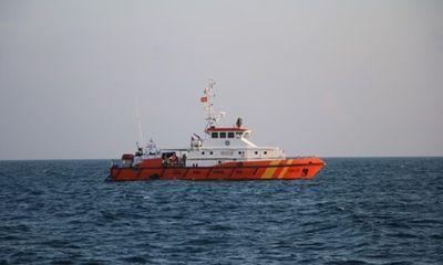 Tìm kiếm tàu cá chở 23 ngư dân mất liên lạc