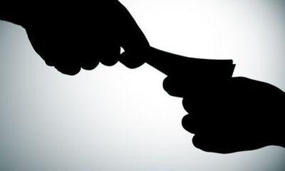 Kiểm sát viên bị bắt quả tang nhận hối lộ từ người nhà bị can