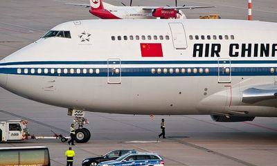 Máy bay chuyển hướng do thành viên phi hành đoàn bị bắt làm con tin