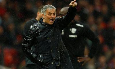"""M.U """"dâng"""" chức vô địch cho Man City, HLV Mourinho nói gì?"""