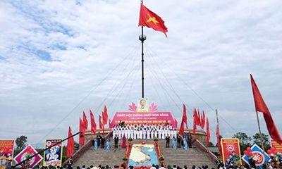 Lễ Thượng cờ trong ngày hội Thống nhất non sông bên cầu Hiền Lương