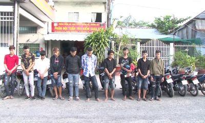 Bị chặn bắt, nhóm đua xe trái phép tháo chạy vào nhà dân