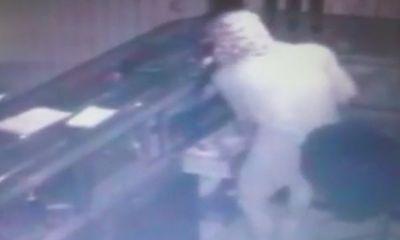 Nhân viên trạm thu phí vây bắt nghi can trộm bao tải chứa gần 3 tỷ đồng