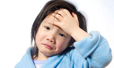 """Viêm đường hô hấp trên ở trẻ: Bố mẹ """"lơ là"""", con nguy kịch"""