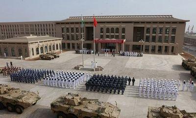 Trung Quốc bị cáo buộc chiếu tia laser khiến 2 phi công Mỹ bị thương