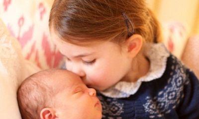 Hé lộ hình ảnh con út của Hoàng tử William và công nương Kate