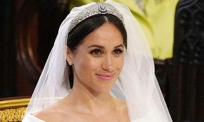 Nữ hoàng Anh cho hôn thê của Hoàng tử Harry mượn vương miện kim cương