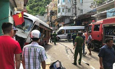 Hải Phòng: Kinh hoàng xe khách mất phanh lao dốc, 10 người bị thương