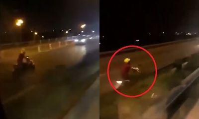 Video: Thót tim xem xe máy phóng ngược chiều vun vút trên cầu Thanh Trì