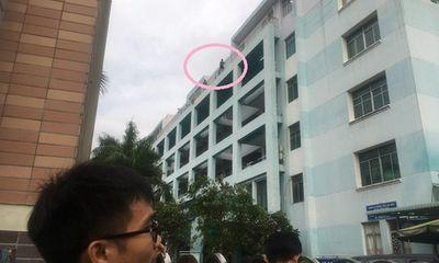 Vừa được cấp cứu vì tự tử bất thành, nam thanh niên lại đòi nhảy lầu tại bệnh viện
