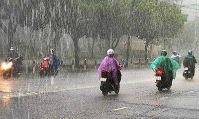 Dự báo thời tiết ngày 17/6: Hà Nội mưa dông, đề phòng tố lốc