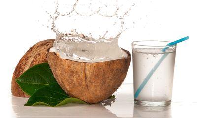 Đau dạ dày có nên uống nước dừa?