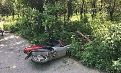 Tin tai nạn giao thông mới nhất ngày 23/6/2018: Xe tay ga tông cột đèn, nam thanh niên tử nạn tại chỗ