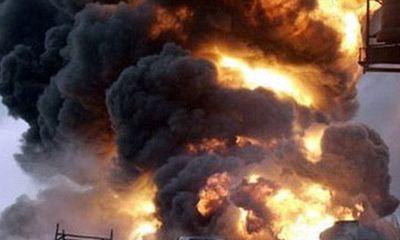 Xe bồn chở dầu bốc cháy dữ dội ở Nigeria, 13 người thương vong