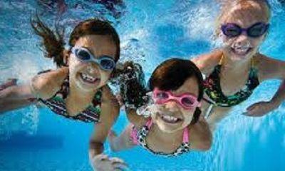 Cách phòng bệnh khi cho trẻ đi bơi ngày nắng nóng
