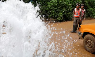 Giải cứu đội bóng nhí Thái Lan: Lo lắng vì bão sắp tràn về hang Tham Luang