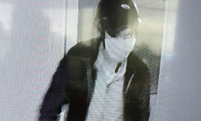 Camera ghi hình tên trộm đột nhập nhà cán bộ công an, phá két sắt lấy tài sản