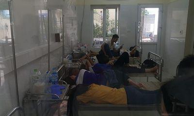 Hà Nội: Hàng trăm học viên nhập viện cấp cứu sau bữa ăn trưa