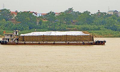 """""""Cát tặc"""" thản nhiên hoành hành trên sông Hồng bất chấp chỉ đạo của Chủ tịch Hà Nội"""