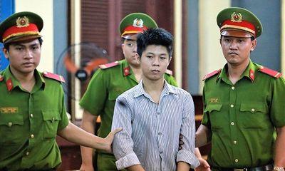 Xét xử vụ thảm sát 5 người trong một gia đình: Người thân khóc ngất khi nhìn thấy hung thủ