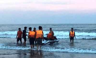 Vụ 4 du khách bị sóng đánh trôi ở Thanh Hóa: Vẫn chưa tìm được nạn nhân cuối cùng