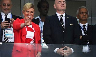 Lọt vào chung kết World Cup, Tổng thống, Bộ trưởng Croatia mặc áo đội tuyển đi họp