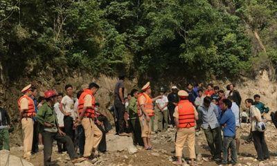 Vụ lật thuyền trên sông Đà: Người chăn dê một mình xoay xở cứu 7 người