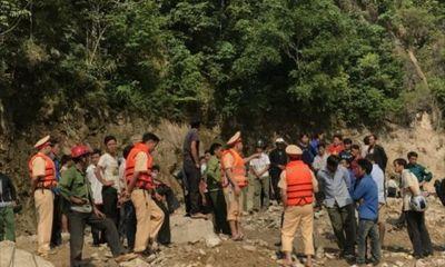 Video: Người chăn dê một mình xoay sở cứu 7 người vụ lật thuyền trên sông Đà