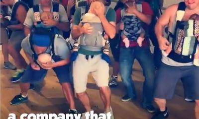 Video: không thể nhịn cười với điệu nhảy của các ông bố địu con