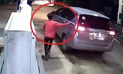 Clip: Tài xế ôtô quỵt tiền đổ xăng ở Bình Dương
