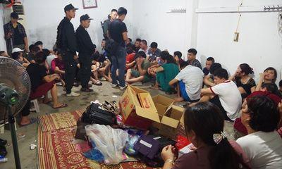 Bắt 49 người đang sát phạt trong sới bạc