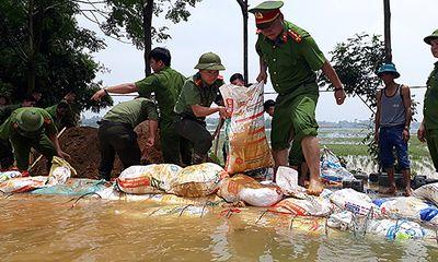 Kịp thời đắp gần 1km đê ở Hòa Bình, ngăn nước tràn xuống ngoại thành Hà Nội