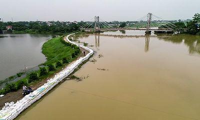 Hà Nội: Nước sông Bùi rút chậm, đê điều xảy ra nhiều sự cố
