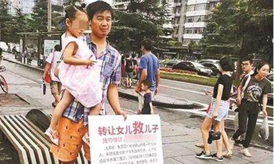 Trung Quốc: Hết tiền chữa bệnh, cha rao bán con gái để cứu con trai