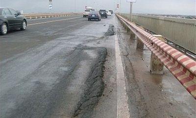 Sau nhiều lần sửa chữa, cầu Thăng Long vẫn bị hư hỏng nặng