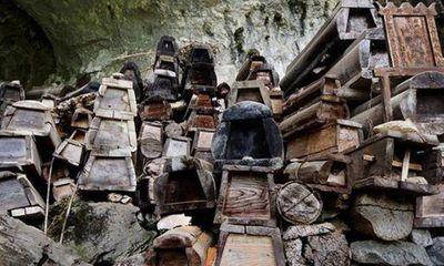 Địa điểm bí mật tạo nên những đồ nội thất mới cứng được tái chế từ gỗ quan tài