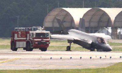 Chiến đấu cơ F-35 của Mỹ gãy càng, cắm mũi xuống đường băng