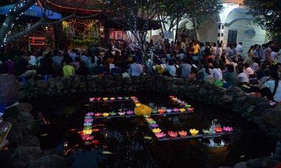Hà Nội: Hàng nghìn người đội mưa dự lễ Vu lan chùa Phúc Khánh