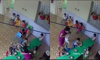 Phẫn nộ giáo viên mầm non nhồi nhét thức ăn, đánh bé trai hơn 2 tuổi ở Hà Nội
