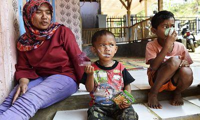 Cậu bé hút 40 điếu thuốc mỗi ngày bắt đầu cai thuốc lá