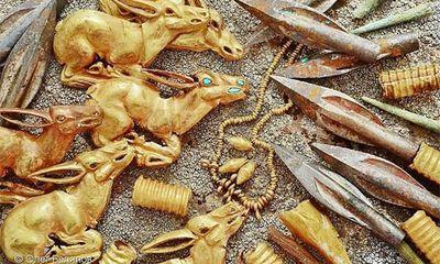 Kazakhstan: Vô tình đào gò đất phát hiện ra kho báu 2.800 năm