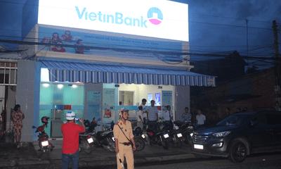 Trích xuất camera, truy bắt nghi can cướp ngân hàng ở Tiền Giang
