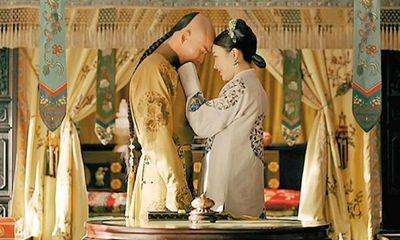 Hoàng đế và thị vệ trong phim Diên Hi Công Lược
