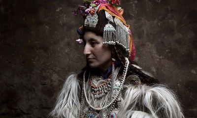 Tìm hiểu bộ tộc miền núi khuyến khích đổi vợ và thỏa mái hôn người lạ