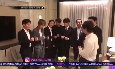Video tổng thống Indonesia hài hước dạy Super Junior điệu nhảy chèo thuyền